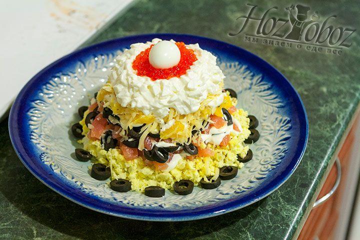 Ну а венчать салат будет отваренное перепелиное яйцо
