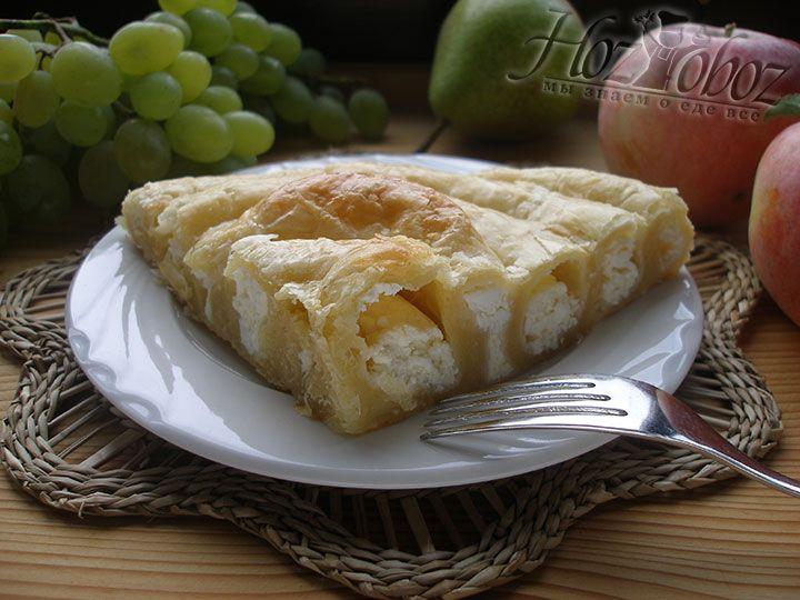 Вот так необычно пирог улитка будет смотреться на тарелке! Пора к столу и всем приятного аппетита!