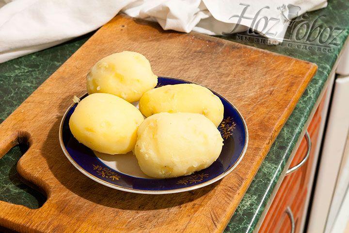 Во время запекания тыквы мы также отварили картошку в мундире до готовности, но так чтобы она не разварилась