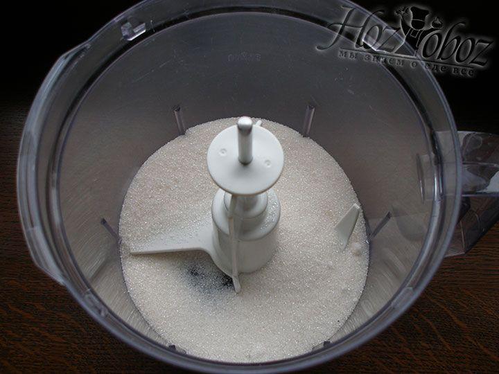 В миску или блендер помещаем сахар