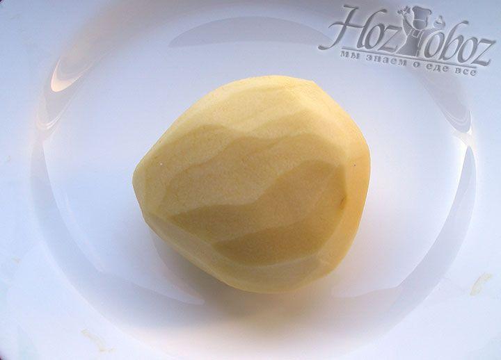 Картофель используем большого размера так как в последующем его прийдется измельчать на специальной терке