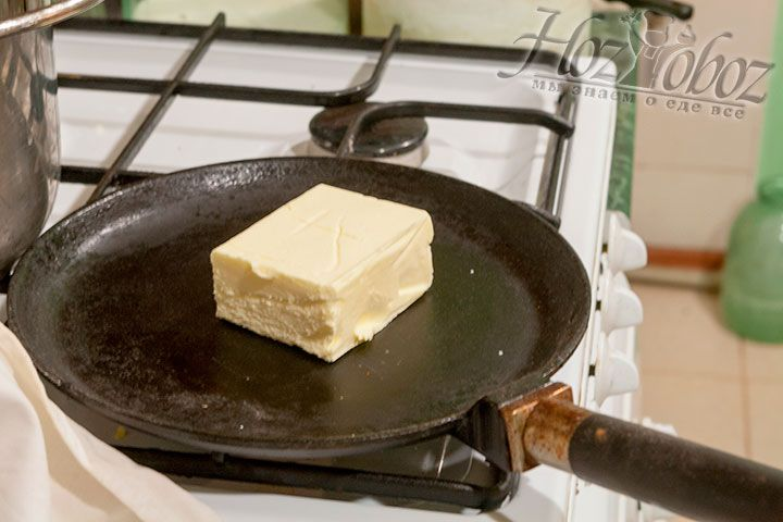 Далее следует растопить сливочное масло