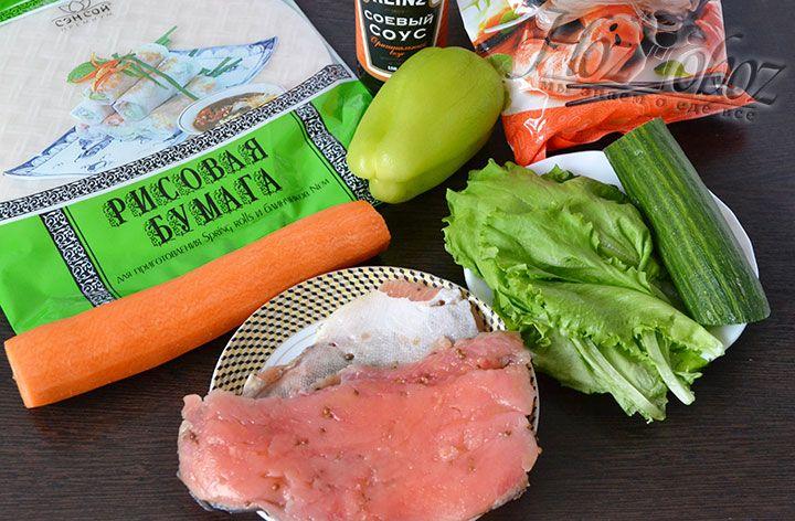 Для приготовления блинов с овощами и красной рыбой нам понадобится: рисовая лапша и рисовая бумага, а также зелень, огурцы, морковка и листовой салат. Красная рыба в принципе может использоваться тоже любая от горбуши до семги. Мы любим менее жирные сорта поэтому выбрали малосольную горбушу