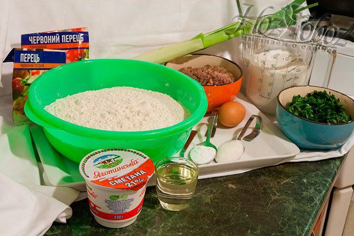 Приготовим все продукты, чтобы сделать для штрумбов кубанских тесто, начинку и соус