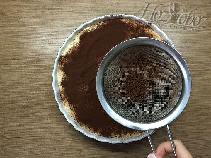 Хорошенько обсыпаем Тирамису какао порошком и придаем ему законченный вид. Готовый десерт ставим в холодильник на 2-3 часа и к столу!