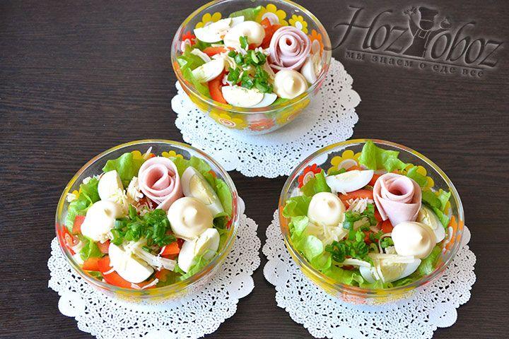 Заправляем салат домашним майонезом. Отправляем в холодильник для легкого охлаждения и насыщения