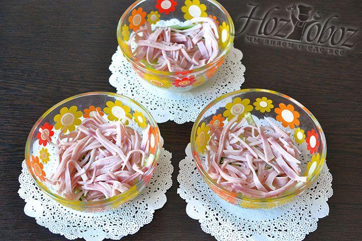 Раскладываем нарезку в креманки, салатники или бокалы