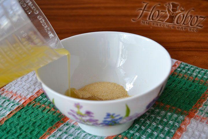 Разведите желатин теплым апельсиновым соком