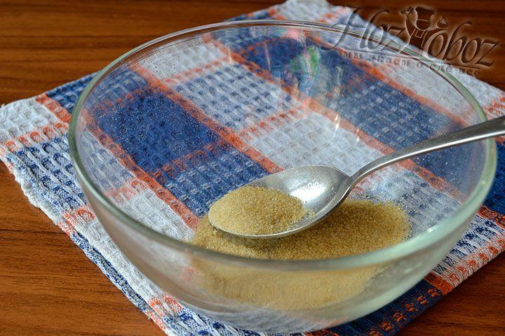 Поместите в емкость желатин