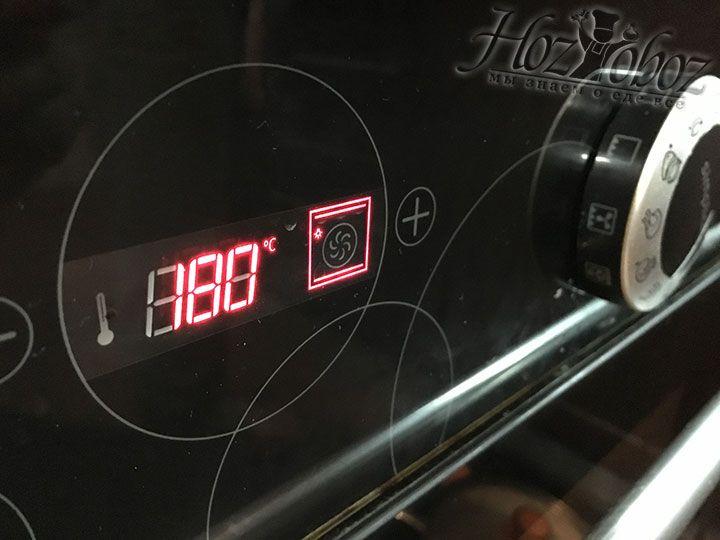 Духовой шкаф греем до температуры в 180 градусов