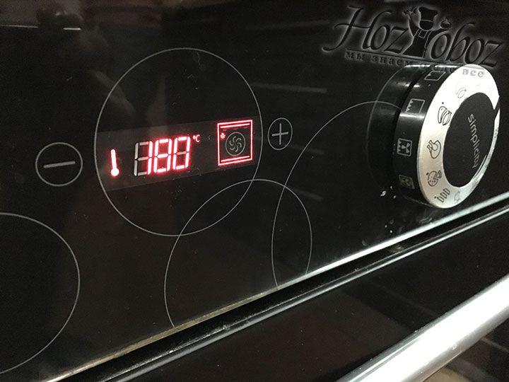 Духовой шкаф нужно нагреть до температуры 180 градусов