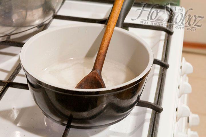 Варим растворенную в воде рисовую муку