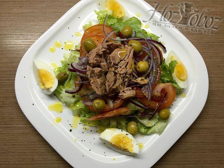 Готовый салат сразу подаем к столу и приятного нам всем аппетита!