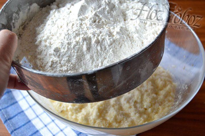 Добавьте необходимую норму пшеничной муки высшего сорта