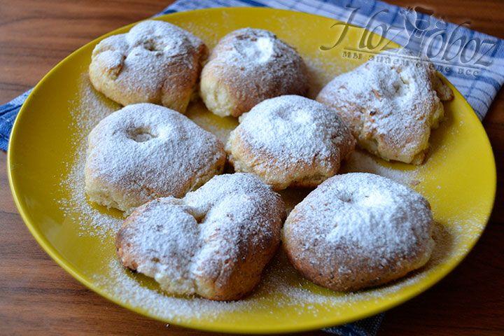 Остальныепышные пончики сахарной пудрой