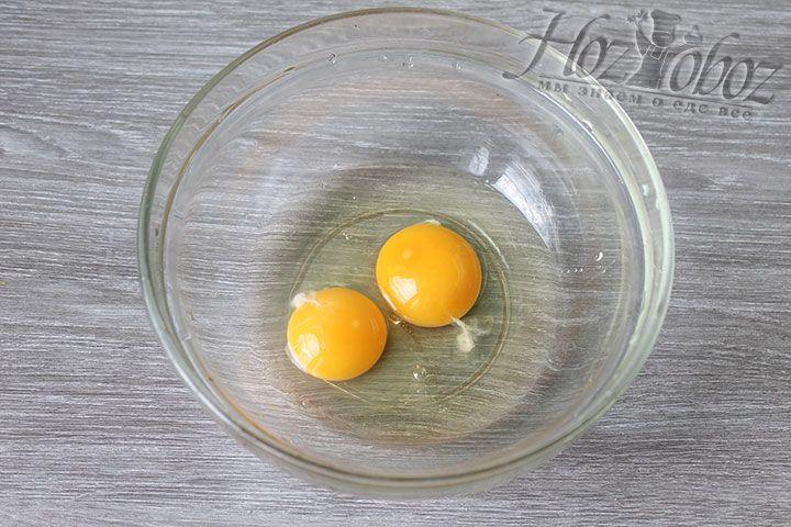 Скорлупу куриных яиц перед приготовлением рекомендуется промыть в воде