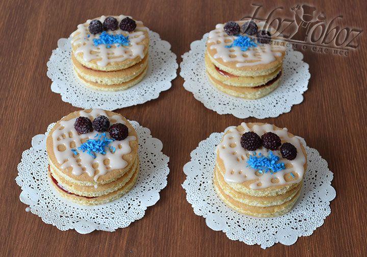 Дополним пирожное фруктам или ягодами