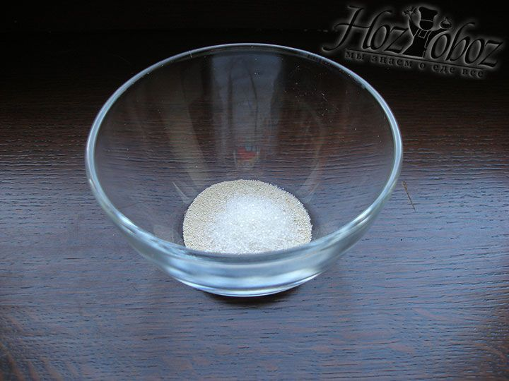 Досыпаем 1 ч.л. сахарного песка