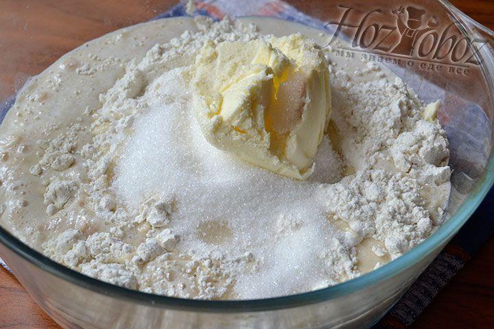 Добавьте 100-граммовый кусок сливочного масла