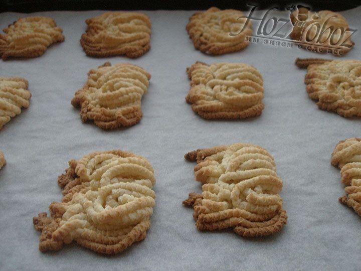 """Печенье """"Лапша"""" выпекается при температуре 180 градусов примерно 15 минут"""