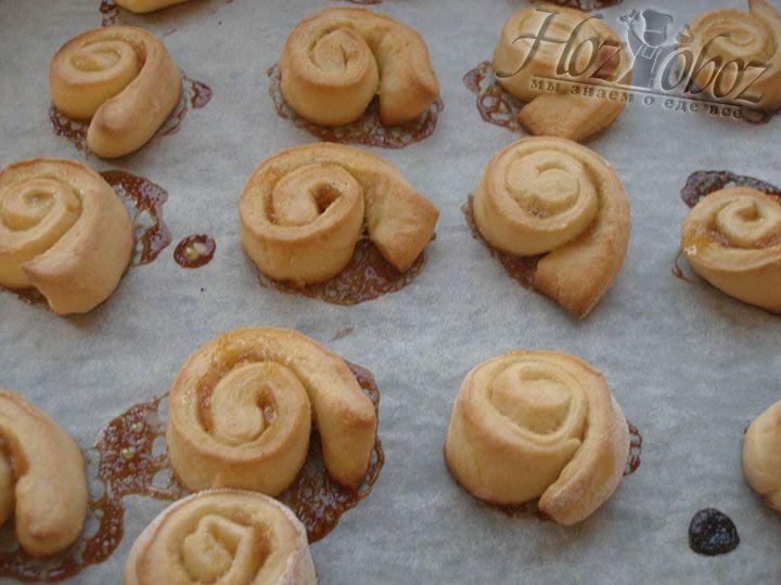 Выпекать печенье «Утопленник» необходимо около 20 минут при температуре 180 градусов