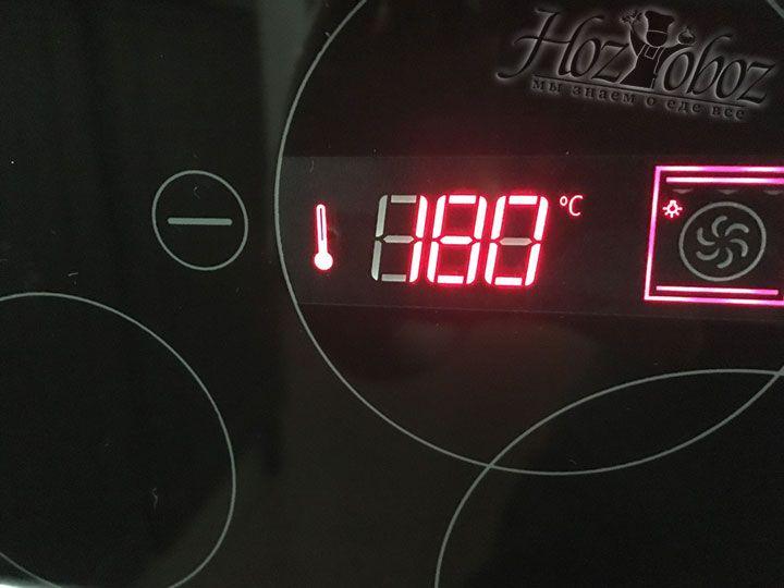 Духовой шкаф необходимо нагреть до 180 градусов