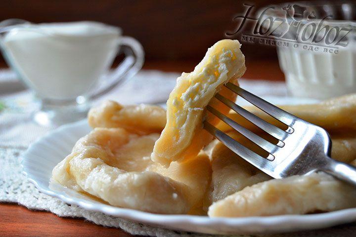 Изведайте вкуснотищу с творожной начинкой вприкуску со сметаной или вареньем