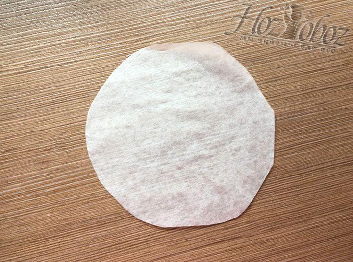 По размеру дна каждой формы вырежем из пергамента круги