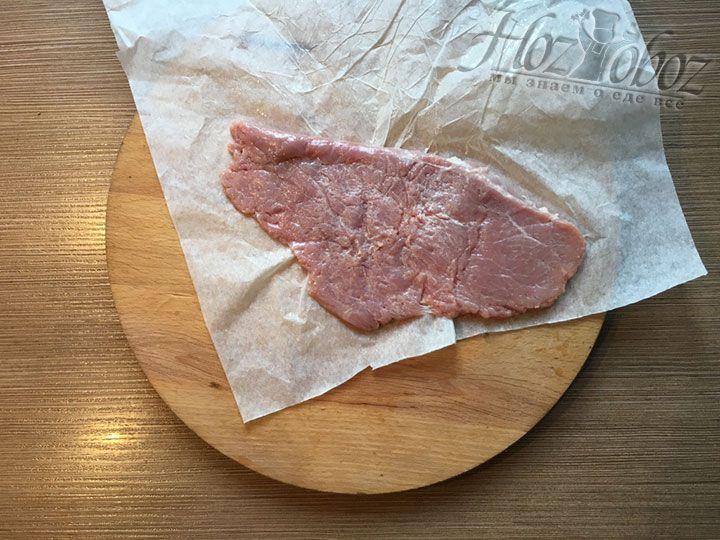 Отбитое мясо станет тонким, около 0,4 см, и большим