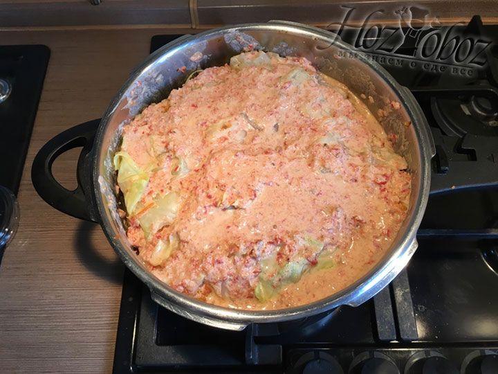 Уровень соуса должен быть ниже края кастрюли по крайне мере на 3 см