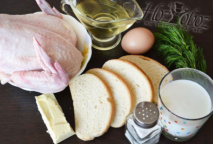 Для приготовления пожарских котлет по-домашнему потребуется: половина курицы, куриное яйцо, батон, сливочное масло (можно заменить оливковым), сливки или молоко, соль и немного свежей зелени на подачу
