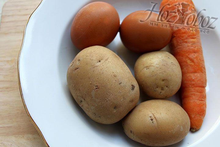 Отварные овощи и яйца тоже помещаем в холодильник