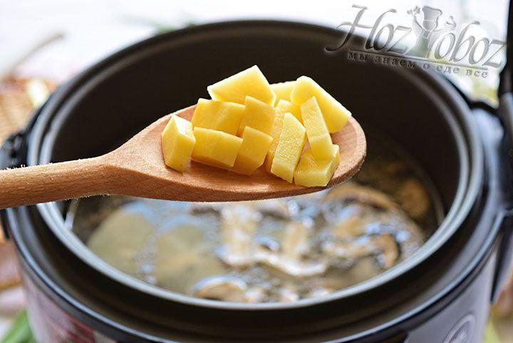 В процессе варки добавим картофель