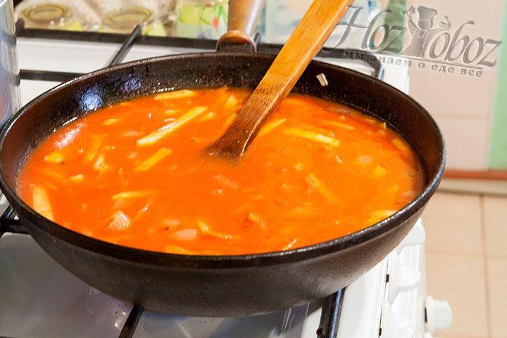 Густой томатный сок добавим в пассеровку