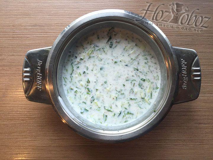 Заправленный суп отправляем в холодильник минимум на 2 часа чтобы он настоялся