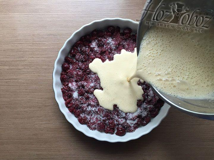 Вливаем в форму тесто