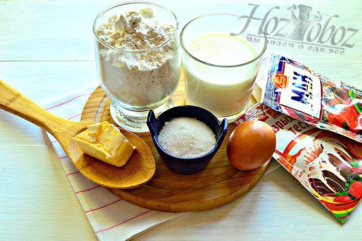 Подготовим необходимые продукты, в том числе согреем молоко и растопим сливочное масло