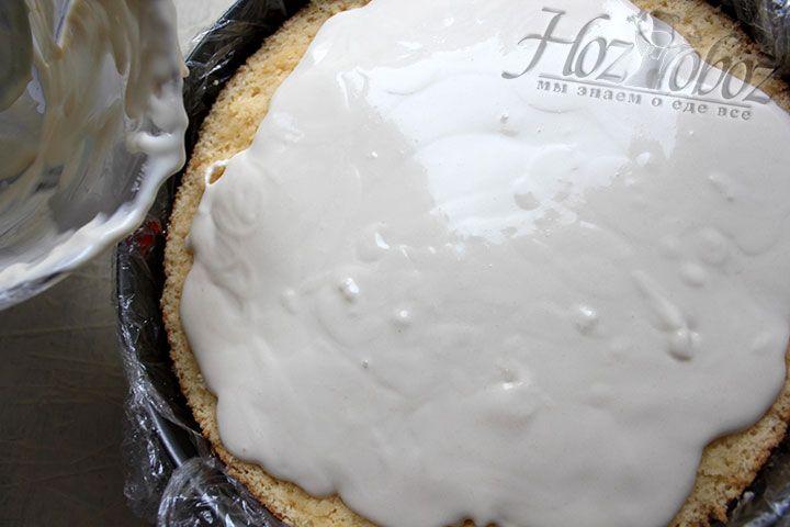 Сверху поливаем торт остатком крема и помещаем в холодильник минимум на 6 часов