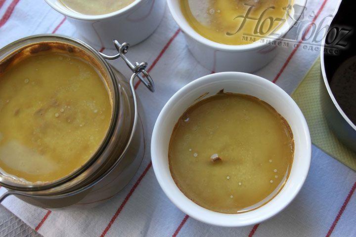 Для максимальной сохранности, заливаем паштет растопленным сливочным маслом