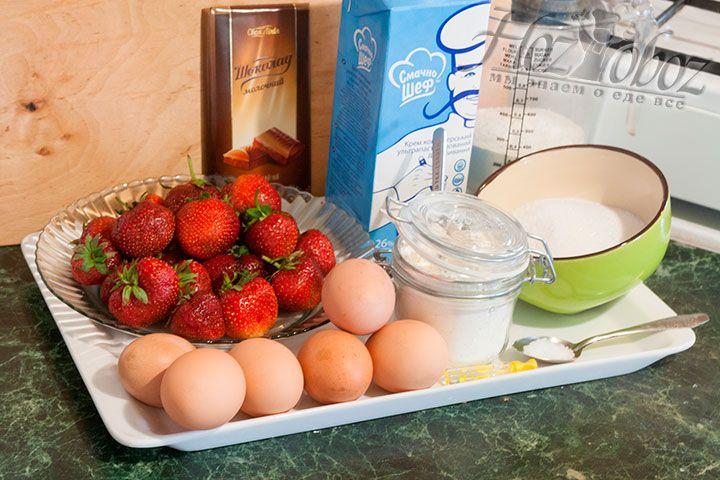 Заранее отвесим и подготовим продукты для приготовления бисквитного торта