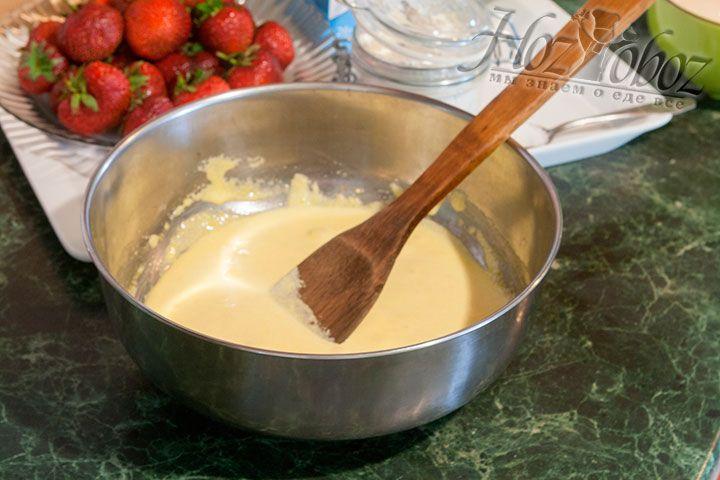 Взобьём лопаткой желтки с сахаром