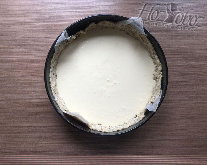 Перед добавлением ягод пирог должен выглядеть вот так