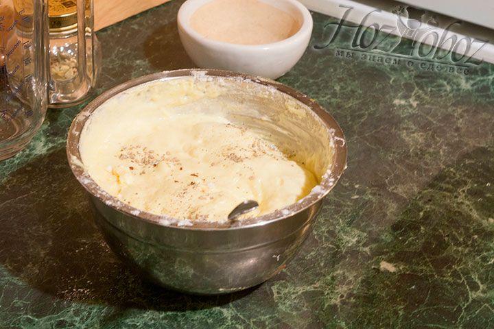 Порошок кардамона ароматизирует наше бисквитное тесто