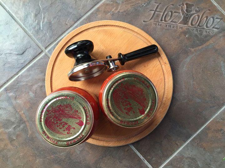 Наш готовый сосу из помидор на зиму готов - осталось закатать его ключом и поставить ан крышку в теплое место до полного остывания