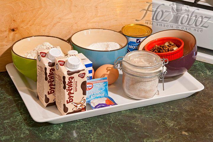 Нам понадобится не очень много продуктов для приготовления коржей, крема, украшения торта