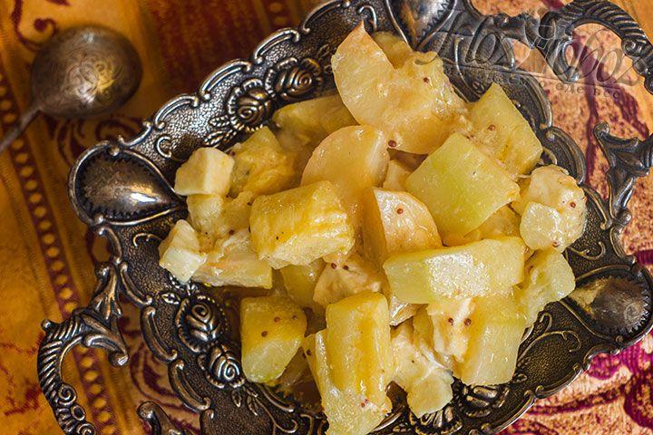 Подавать эту вкуснятину следует только горячей и непременно перед подачей следует посыпать свежей зеленью. Приятного всем аппетита!