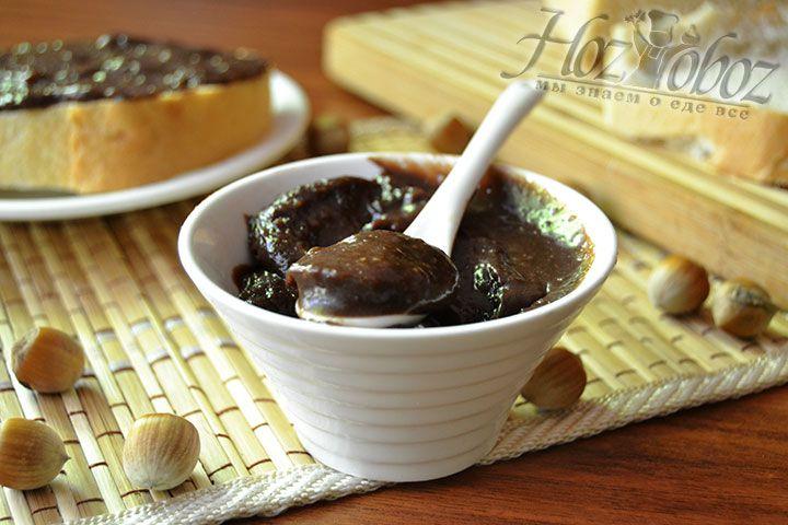 Фото аппетитной пасты с ореховой основой так и манит сделать большой запас шоколадной сладости, позволяющей долгое время наслаждаться ее божественным вкусом, не права ли?