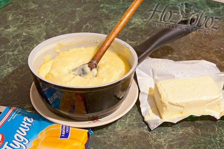Сварите пудинг, добавив к взбитым сливкам ванильный пудинг. Охладите, добавьте сливочное масло