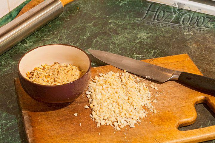 Нарезать орехи макадамия