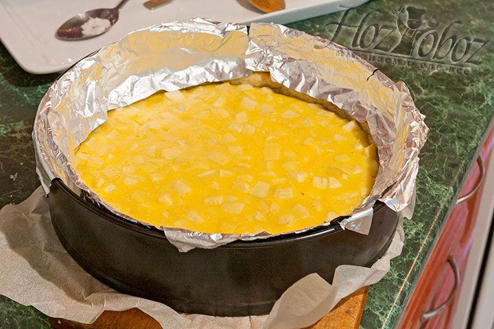 Накрываем бортики пирога фольгой